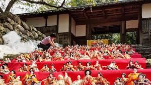 朝倉・秋月に季節外れのひな飾り 人形600体虫干し | つちや産業株式会社
